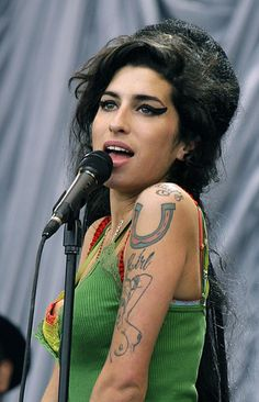 Amy Winehouse 1983-2011  Dies of Alcohol Poisoning