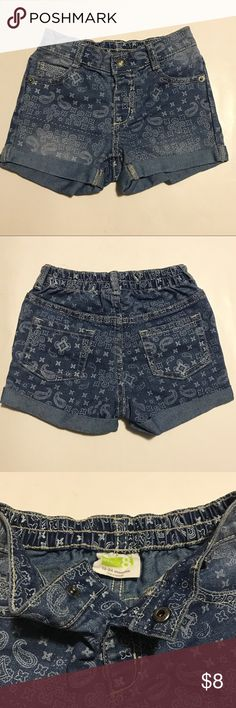 ❣️Perfect Denim Shorts 🦋 Perfect like new condition denim shorts! Adorable pattern! Material is good quality real denim. Your little princess will look so incredibly cute wearing these! SZ: 18-24 months (no filter on all pics) Crazy 8 Bottoms Shorts