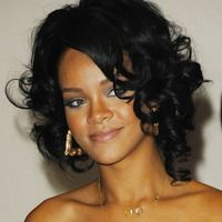 Mid-length curls - Rihanna hairstyles from ghd Ghd Hair, Rihanna Hairstyles, Jenifer Lawrence, Bad Gal, Rihanna Fenty, Beauty Routines, Mid Length, Hair Inspiration, Curls