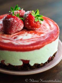 Kleiner Kuriositätenladen: Erdbeertörtchen mit Schoko-Knusperboden