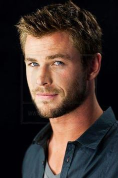 Chris Hemsworth 2010 - Comic-Con 2010 Portraits Definitely King of Asguard Chris Hemsworth Thor, Actrices Blondes, Red Rising, Hemsworth Brothers, Actrices Sexy, Australian Actors, Hot Actors, Good Looking Men, Haircuts For Men