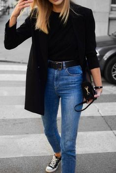 to wear blazer with sneakers black blazer and sneakers outfit; katiquetteblack blazer and sneakers outfit; Outfit Jeans, Blazer Outfits Casual, Sweater Outfits, Black Blazer Casual, Black Sneakers Outfit, Dress Outfits, Stylish Outfits, Women's Sneakers, Fashion With Sneakers