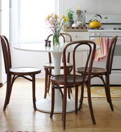 linea-3-cocinas-diseño de cocinas con una mesa tulip