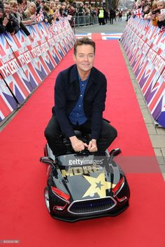 stephen-mulhern-arrives-for-the-britains-got-talent-birmingham-on-2-picture-id633530190 (681×1024)