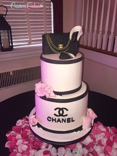 Chanel themed sweet 16 cake with sugar shoe and purse Chanel Birthday Cake, Sweet 16 Birthday Cake, Ice Cream Birthday Cake, Happy Birthday, Girly Birthday Cakes, Geek Birthday, Bolo Chanel, Chanel Cake, Chanel Party