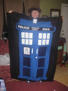 Make a Doctor Who Tardis Blanket