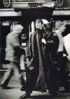 NYC, Yohji Yamamoto Fall/Winter photo by Max Vadukul Yoji Yamamoto, Japanese Fashion Designers, Fashion Photography Inspiration, Japanese Design, Vogue, Looks Cool, New Wave, Fashion History, Editorial Fashion