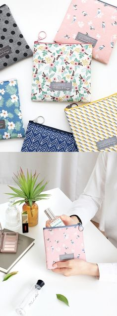 Keep an emergency stash of makeup touchups in this sweet pouch so youll always look fresh bright & put-together! Fabric Crafts, Sewing Crafts, Sewing Projects, Projects To Try, Handmade Handbags, Handmade Bags, Pochette Diy, Pouch Bag, Pouches