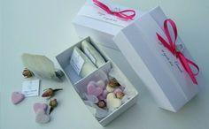 The e cuori  Tre bustine di the con etichetta personalizzata + quattro biscotti.  Price: €9.00
