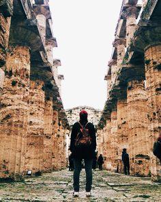 Intreccio di uomini e di popoli resti che raccontano storie le nostre storie. Tempio di Nettuno - Paestum - Patrimonio dell'umanità UNESCO.  Scatto di @francicu  In questi giorni il nostro profilo è affidato alla community di @igers_salerno. #igersgeolocal by lacronacaitaliana
