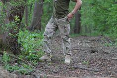 Zdvojená látka na kolenách a na zadku, pretože práve v týchto miestach bývajú nohavice najviac namáhané. http://www.armyoriginal.sk/3113/22602/us-maskace-bdu-3-farby-desert-sprane-teesar.html