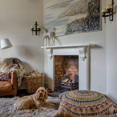 Country living room pictures and photos for your next decorating project. Find inspiration from of beautiful living room images Cottage Living Rooms, Boho Living Room, Living Room Modern, Living Room Quotes, Living Room Images, Hygge, English Cottage Interiors, Old School House, Cute Cottage