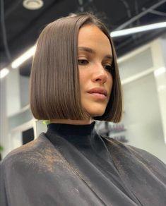 Funky Short Haircuts, Blunt Bob Haircuts, Bob Haircuts For Women, Bob Hairstyles For Fine Hair, Short Hair Cuts, Haircut Bob, Straight Long Bob, Blunt Hair, Shiny Hair