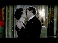 TV Marriage Proposals : Mathew acts Lady Mary...Both engaged to other people earlier in the season, Matthew Crawley and Lady Mary Grantham finally end up on the same emotional level by the finale. Lady Mary insists he do it right!