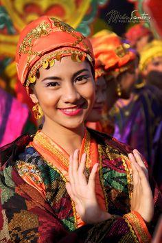 T'nalak Portrait, Philippines http://exploretraveler.com http://exploretraveler.net