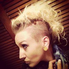 Undercut Mohawk, DIY bobby pin faux hawk with side shaved head, hairstyles for women, rockin Mohawk
