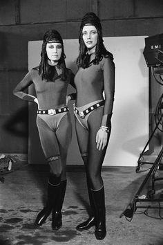 https://i.pinimg.com/736x/70/a5/20/70a52018085f337bed2daa98ece93f96--twin-sisters-star-wars-art.jpg