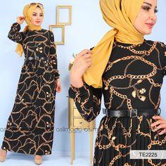 bc91ac4e1bdb0 İnce bel kemeri ile zarif ve kullanışlı bir hal alan siyah zincir desenli elbise  pliseli olmasıyla
