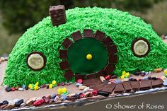 Shower of Roses: Bilbo's Hobbit Hole :: A Hobbit Themed Birthday Cake...I'm so doing this for son's birthday...via tracy