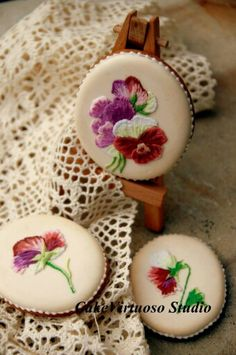 Cake Virtuoso Studio:  brush embroidery pansies on a cookie.  So beautiful!
