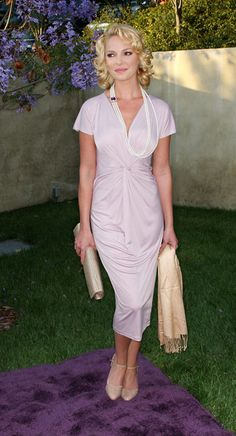 Katherine Heigl Hair>>Every woman wants to look like she is twisted up in a old worn  bed sheet when she goes out.