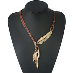 Rope chain with crystal embedded feather Length: 49cm