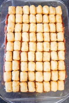Cheesy Tater Tot Meatloaf Casserole is an easy ground beef dinner recipe with a meatloaf base, topped with a ketchup and bbq sauce glaze, tater tots, shredded cheese and crumbled bacon. Ground Beef Recipes For Dinner, Dinner Recipes, Potluck Recipes, Yummy Recipes, Dinner Ideas, Meatloaf With Oatmeal, Cheesy Tater Tots, Ground Beef Casserole, Hamburger Casserole