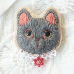 ロシアンブルーの毛糸刺繍のブローチ1匹目