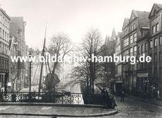 01147703 Hamburg Bilder : Blick über den historischen Holländischen Brook ca. 1880; dicht gedrängt stehen die Fachwerkhäuser und Lagerhäuser am Fleet. In diesem intakten Wohn- und Arbeitsviertel Hamburgs lebten ca. 20 000 Menschen - Durch den Zollanschluss Hamburgs 1888 an Preußen entstand in diesem Gebiet der Hamburger Freihafent - die dort arbeitenden und lebenden Menschen mussten zwangs umgesiedelt werden - die historischen Häuser wurden abgerissen und die Lagerhäuser der Speicherstadt…