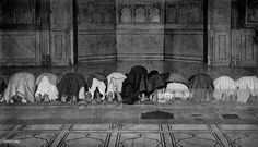 Historical Geography. 1900. India. Five times a day the Mussulman make his prayers and centre his mind on Allah, and the sight of a Mahomedan praying alone is impressive in its matchless reverence and simplicity. Genuine devoutness and true worship likewise mark the public prayers in the mosques. The chief prayers of the service are composed of verses from the Koran, and during their recital the members of the congregation, with measured uniformity, rise, bow, kneel, and prostrate themselves…