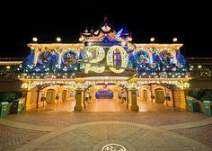 Disneyland Paris 20th Anniversary Train Station at Christmas!