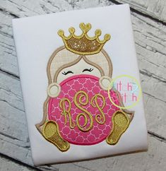 I2S Princess Crown Monogram Peeker Applique design