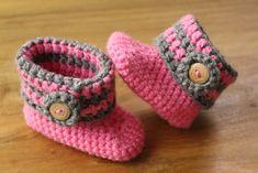 ideas crochet baby boots diagram for 2019 Crochet Baby Boots, Crochet Baby Sandals, Crochet Bebe, Crochet Gifts, Baby Blanket Crochet, Diy Crochet, Little Baby Girl, Baby Kind, Baby Girls