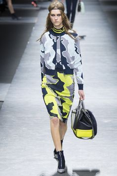 Versace Fall 2016 Ready-to-Wear Fashion Show  http://www.theclosetfeminist.ca/  http://www.vogue.com/fashion-shows/fall-2016-ready-to-wear/versace/slideshow/collection#27