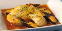Receta de Cazón en salsa en http://www.recetasbuenas.com/cazon-en-salsa/ Cocina este delicioso plato de pescado cazón en salsa de forma rápida y fácil. Este es un plato de pescado cazón con de mejillones, pimiento rojo y cebolla. #recetas #Pescado #cazon