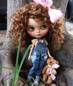 Alexandrie For adoption Ooak Dolls, Blythe Dolls, Girl Dolls, Beautiful Barbie Dolls, Pretty Dolls, Living Dead Dolls, Character Wallpaper, Little Doll, Custom Dolls