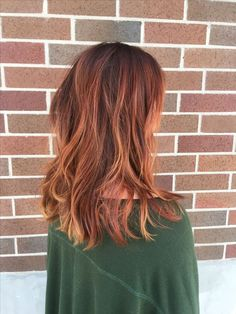 Are you looking for auburn hair color hairstyles? See our collection full of auburn hair color hairstyles and get inspired! - All About Hairstyles Alburn Hair Color, Dark Auburn Hair Color, Auburn Ombre Hair, Hair Colors, Color Red, Copper Balayage, Copper Ombre, Dark Copper Hair, Auburn Hair Copper
