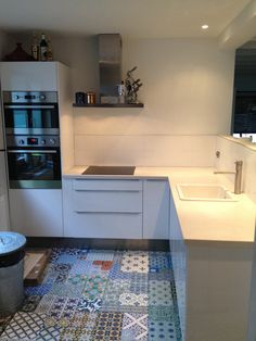 White kitchen with patchwork tiles laminate Floor!