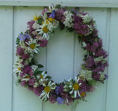 Kesäkukkakranssi. Floral Wreath, Wreaths, Home Decor, Decoration Home, Room Decor, Bouquet, Flower Band, Interior Decorating, Floral Arrangements