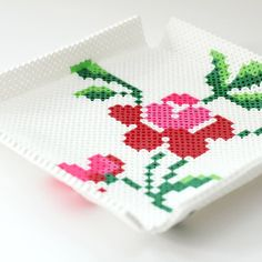 Follow the provided template to make this vintage inspired Perler Bead Tray. Super easy and fun!