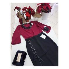 Outfit Elegant  Blusa Bordeaux con manica larga  10.00 Gonna Glamorous a tubino con spacco  10.00 Pochette di pelliccia nera invece di 50.00  35.00  Bijoux Dolman Scontatissimiiiiii  Collana perle invece di 79.00   30.00   Bracciale invece di  45.00   20.00.