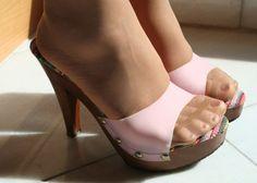 Risultati immagini per pantyhose feet heels Hot Heels, Sexy High Heels, Platform High Heels, Stilettos, Pumps, Stiletto Heels, Nylons And Pantyhose, Nylons Heels, High Heels