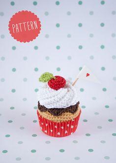 """Cupcake all'uncinetto PATTERN. """"panna montata, crema, cioccolato e ciliegia, cupcake"""". PDF"""