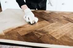 DIY HERRINGBONE TABLE — The Sorry Girls Best Picture For french farmhouse decor diy For Your Taste You are looking for something, and it is going to tell you exactly what you are looking for, and you Diy Table Top, Diy Dining Table, Diy Outdoor Table, Diy Wood Table, Diy Farmhouse Table, Diy Coffee Table, Outdoor Lounge, Vintage Farmhouse, Furniture Projects