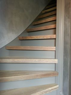 New Staircase, Staircase Makeover, Modern Staircase, Staircase Design, Bonus Room Design, Stair Wall Decor, Stairs Colours, Metal Clock, Painted Stairs
