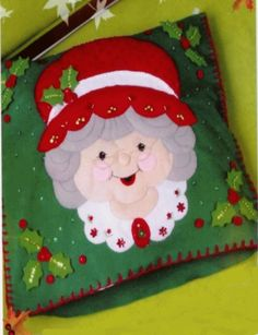 Patrones y moldes Gratis de Cojines Navideños (page 2) | EcoArtesanias Christmas Colors, White Christmas, Christmas Time, Xmas, Christmas Ornaments, Christmas Sewing, Christmas Projects, Christmas Humor, Christmas Quilting