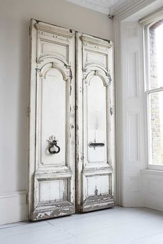 """How are those for closet doors? Love the """"barn door"""" hardware and using antique doors. Would take a room with tall ceilings. How are those for closet doors? Love the """"barn door"""" hardware and using antique doors. Would take a room with tall ceilings. Antique French Doors, Vintage Doors, Rustic Doors, Wood Doors, Barn Doors, Sliding Doors, Reclaimed Doors, The Doors, Windows And Doors"""