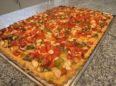 Coca de verduras. Ver la receta http://www.mis-recetas.org/recetas/show/43937-coca-de-verduras