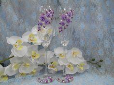 """Бокалы """"Дуновение"""".Декор:розы из пластики, бисер, кольца-цвет сиреневый, жемчуг, роспись акрилом-цвет белый. Авторский дизайн"""