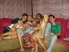 1 keluarga yang sedang berbahagia